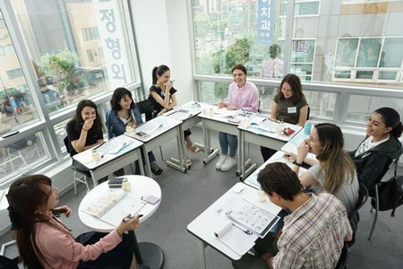 Armenian students are having a good time while learning Korean in the Intensive Korean class